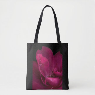 Rain on the rose tote bag