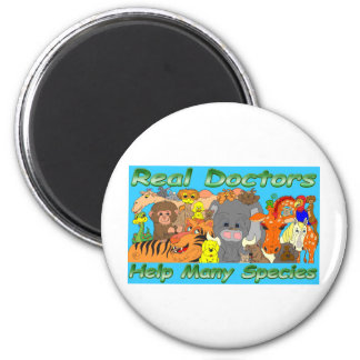 Real doctors treat all species - full color 6 cm round magnet