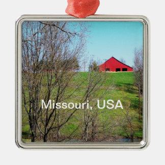 Red Barn in Missouri Silver-Colored Square Decoration