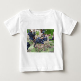 Red grapes on the vine with green leaves baby T-Shirt