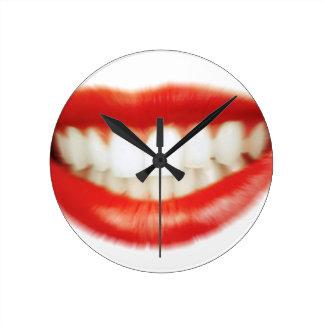 Red lips round clock