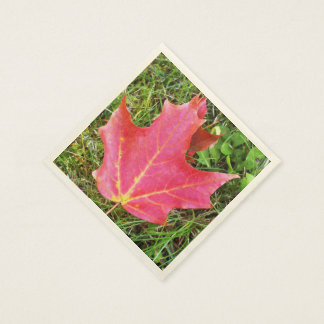 Red Maple Leaf on Grass Paper Serviettes