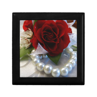 Red Roses and Pearls Gift Box