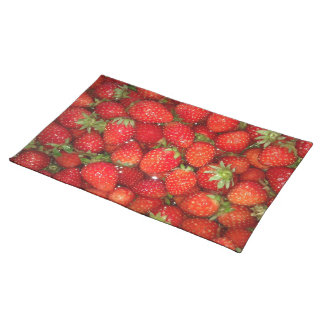Red strawberry placemat | Healthy food photography