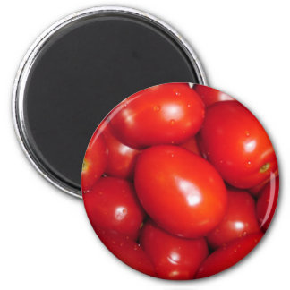 Red tomatoes 6 cm round magnet