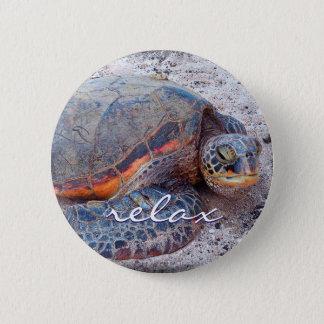 """Relax"" quote Hawaiian sea turtle close-up photo 6 Cm Round Badge"