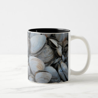 RI Clamshell coffee mug