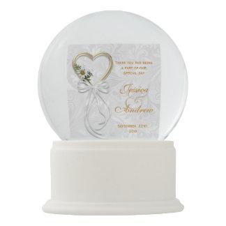 Romantic Daisy, Gold Heart & White Ribbon Snow Globe