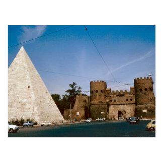 Rome, Pyramid and city gate Postcard
