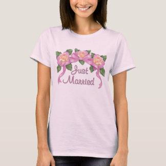 Rose Ribbon Wedding - Just Married T-Shirt