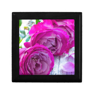 roses background gift box