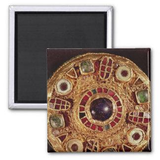 Round brooch magnet