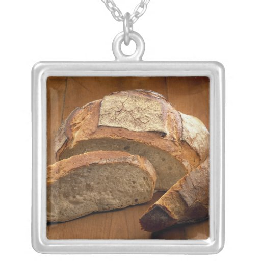 Round country-style bread cut in slices For Pendant
