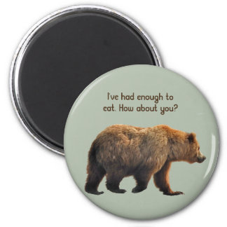 round manet with grizzly bear magnet