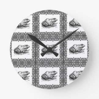 rows of frogs round clock