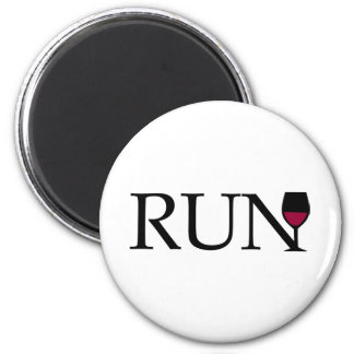 Run wine glass - black and white magnet