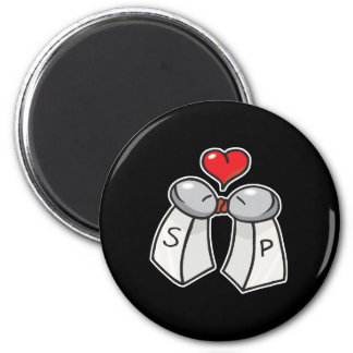 salt and pepper love 6 cm round magnet