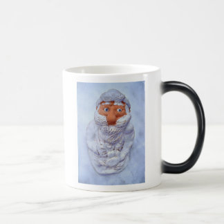 Santa Claus,lost and frozen in the snow Magic Mug