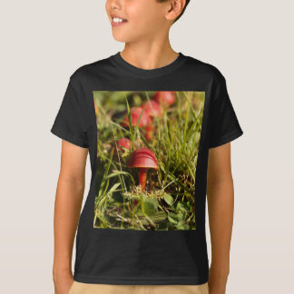 Scarlet hood fungi, Hygrocybe coccinea T-Shirt