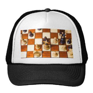 Schachbrett mit Dame im Vordergrund Cap
