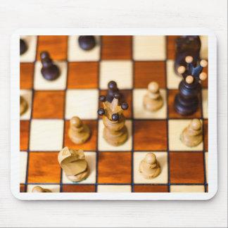 Schachbrett mit Dame im Vordergrund Mouse Pad