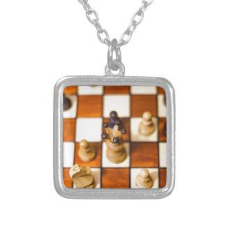 Schachbrett mit Dame im Vordergrund Silver Plated Necklace
