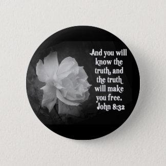 SCRIPTURE John 8:32  Black / White Flowers 6 Cm Round Badge