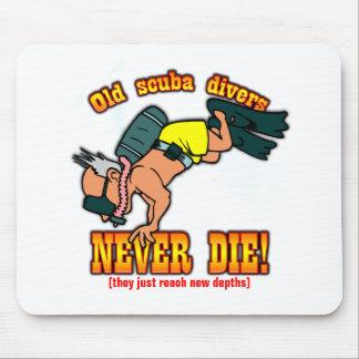 Scuba Divers Mouse Pad