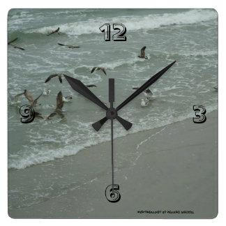 Sea gull paradise clock