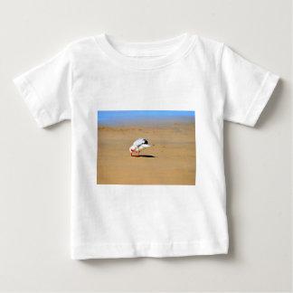 SEAGULL AT BEACH QUEENSLAND AUSTRALIA TEE SHIRT