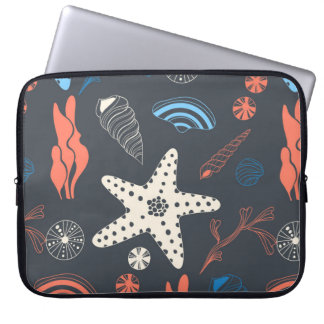 Seamless pattern with sea shells laptop sleeve