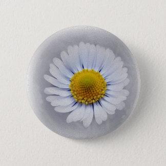 shining white daisy 6 cm round badge