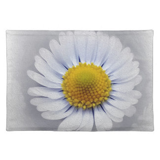 shining white daisy placemat