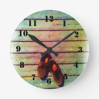 Shoe drawing round clock