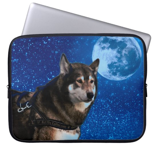 Siberian husky and the Blue Moon Laptop Sleeve