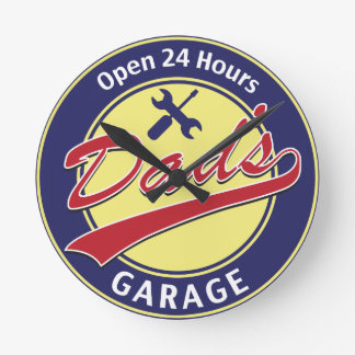 """Sign """"Dad's Garage"""" with editable text Round Clock"""