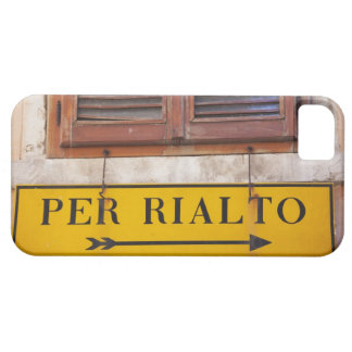 Sign pointing the way to the Rialto Bridge, iPhone 5 Cover