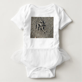 Single footprint of seagull bird on beach sand baby bodysuit