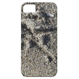 Single footprint of seagull bird on beach sand iPhone 5 covers