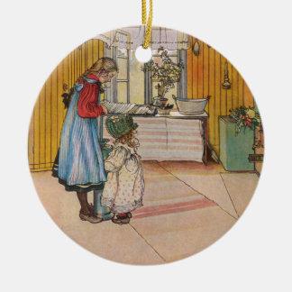 Sisters - Koket av Carl Larsson Round Ceramic Decoration