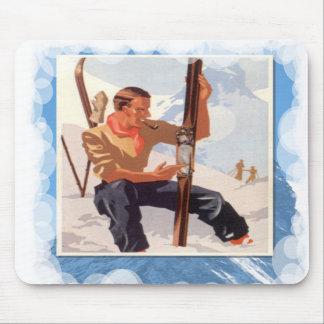 Skiing -Adjusting the skis Mousepad