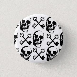 skull key 3 cm round badge