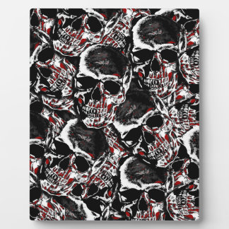Skull pattern plaque