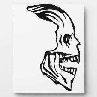 skull sideway plaque