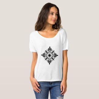 Slouchy boyfriend t-shirt with tribal drsign