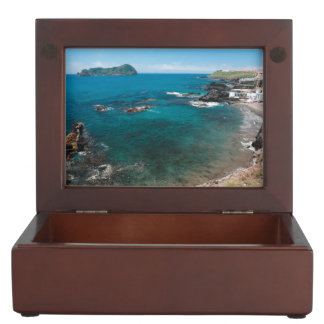 Small bay and islet keepsake box