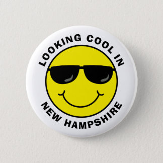 Smiley Looking Cool in Your State 6 Cm Round Badge