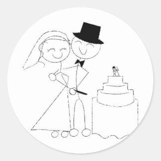 Smiling Stick Figure Couple Cuts Wedding Cake RSVP Round Sticker