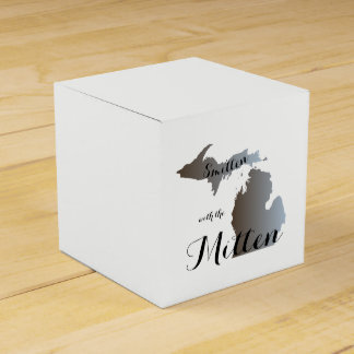 Smitten with the Mitten Favour Box