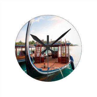 Snorkelling Boat Round Clock
